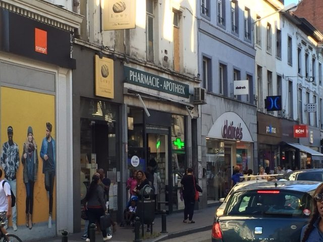 Ouverture des magasins le dimanche: travailleurs & petits commerçants en danger!